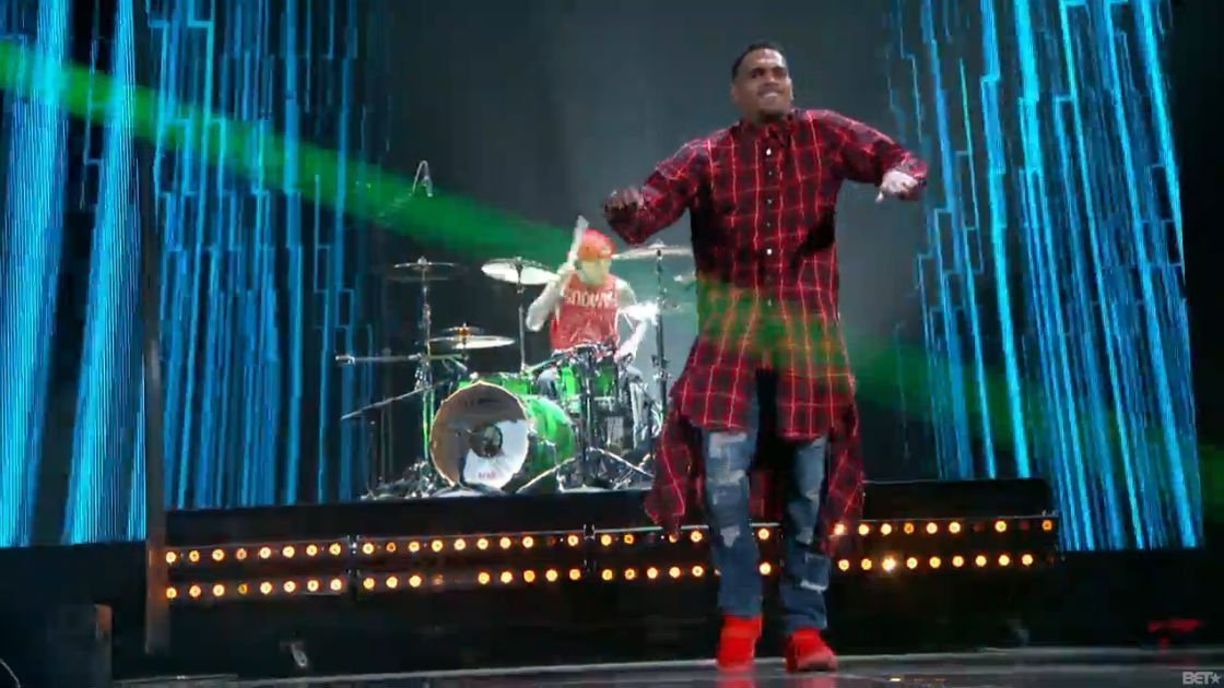 "image for article ""Loyal"" - Chris Brown, Lil Wayne, Tyga, & Travis Barker Live at BET Awards 6.29.2014 [Video]"