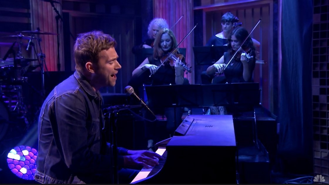 "image for article ""Lonely Press Play"" and ""This Is A Low"" - Damon Albarn on Jimmy Fallon 6.6.2014 [Videos]"