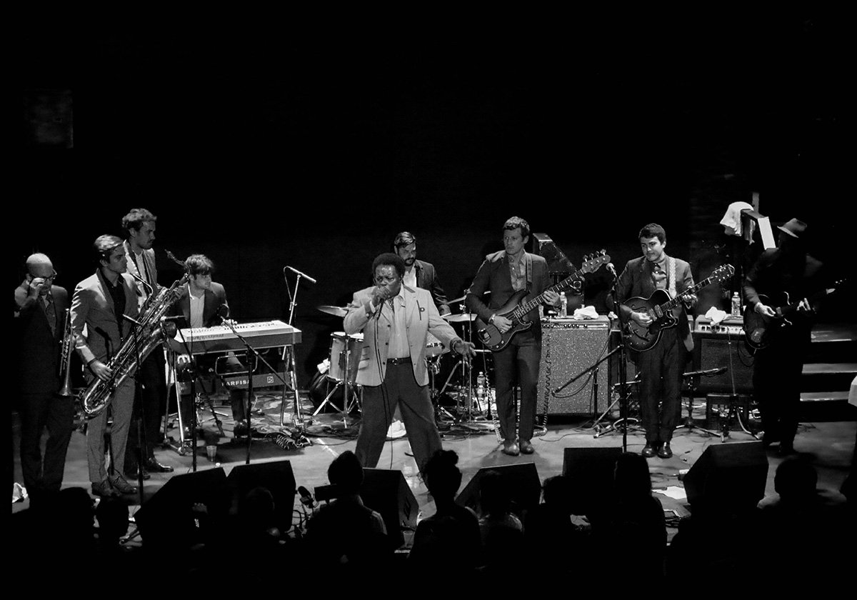 lee-fields-expressions-bowery-ballroom-2014-bw-3
