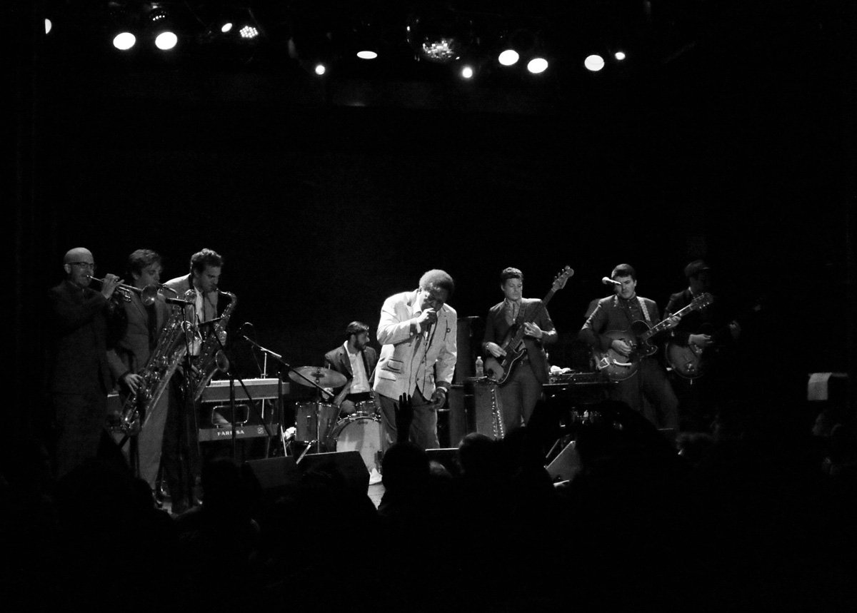 lee-fields-expressions-bowery-ballroom-2014-bw-4