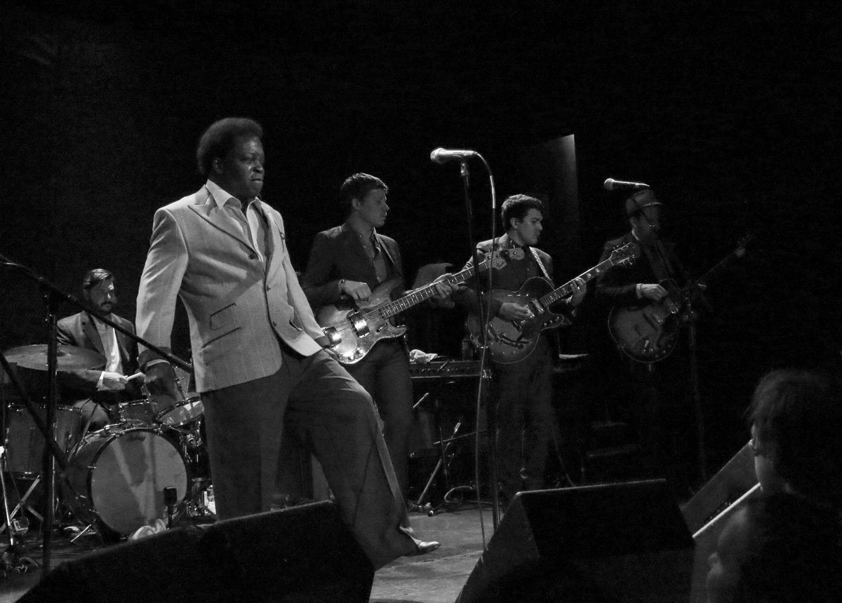 lee-fields-expressions-bowery-ballroom-2014-bw-6