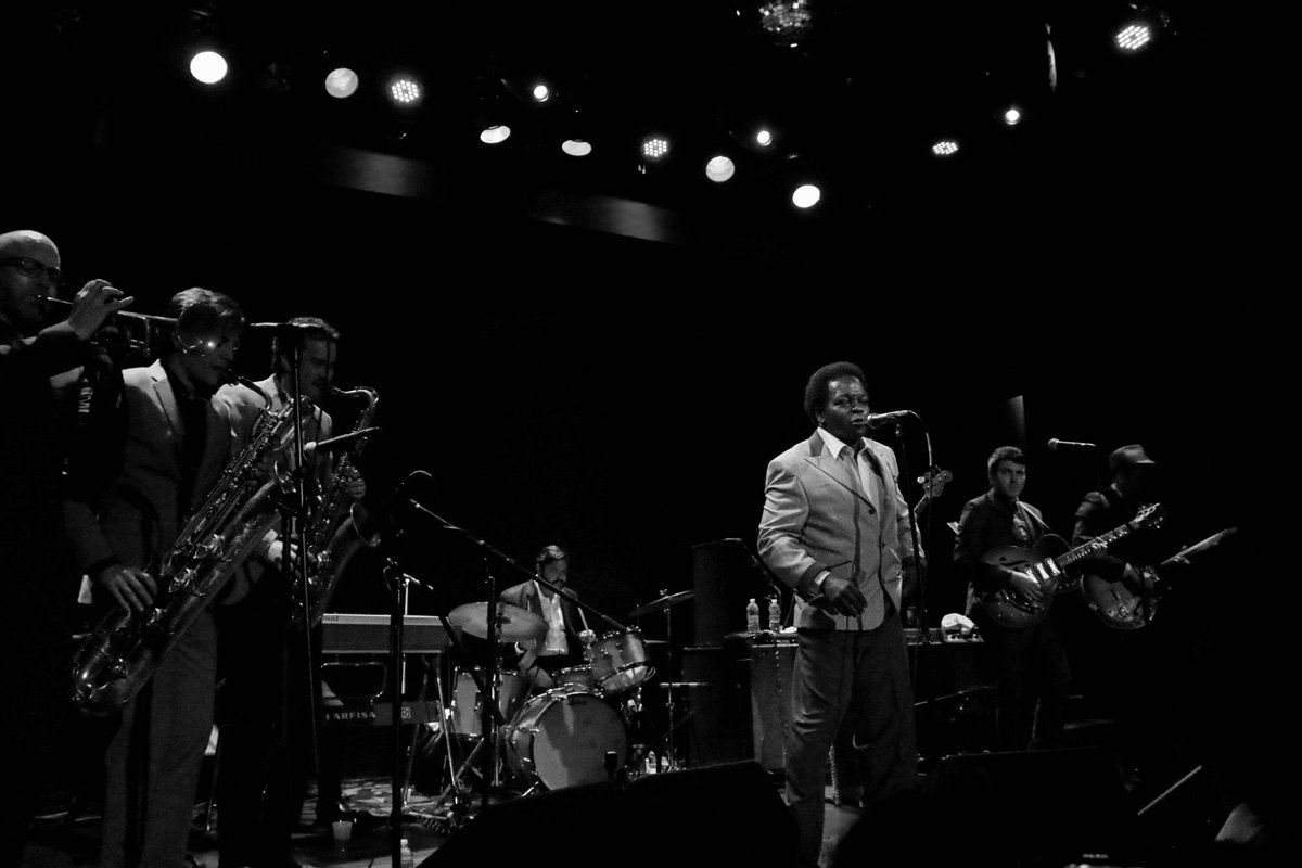 lee-fields-expressions-bowery-ballroom-2014-bw-7-wide