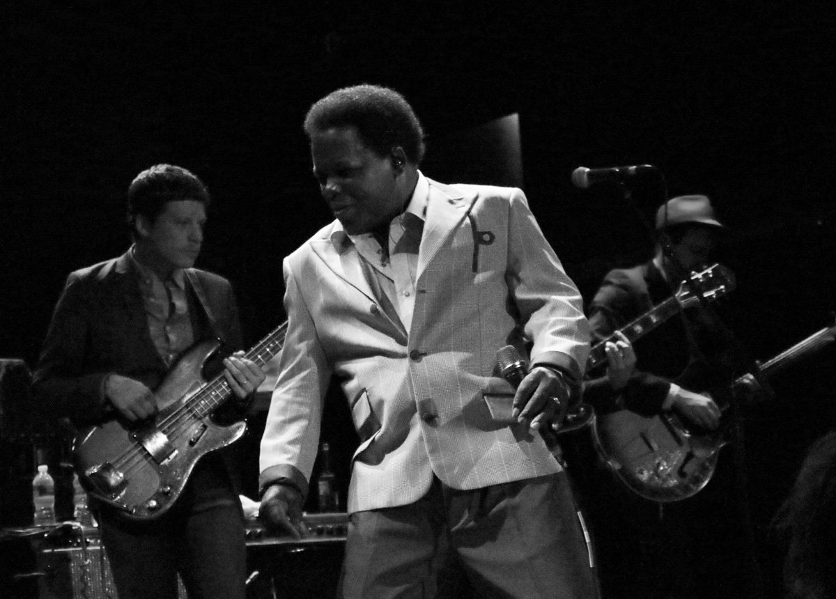 lee-fields-expressions-bowery-ballroom-2014-bw-8