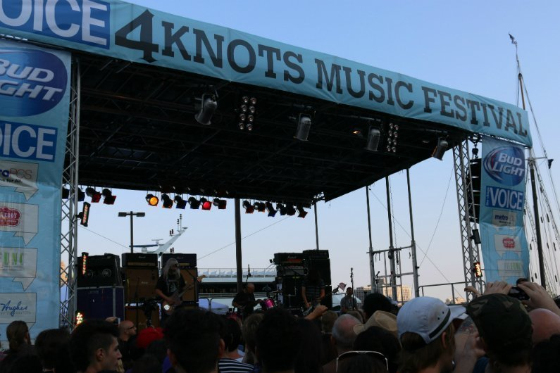 Dinosaur-Jr-crowd-stage-sky-4-Knots-Music-Festival-NYC-2014