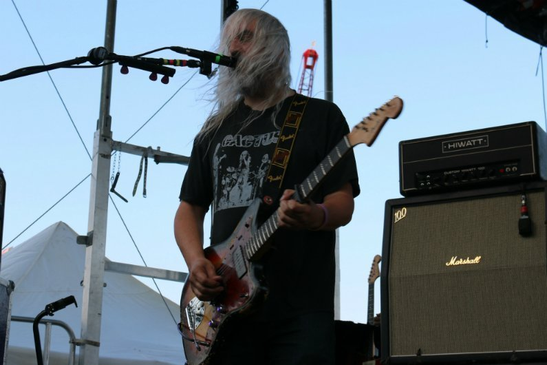 J-Mascis-singing-Dinosaur-Jr-4-Knots-Music-Festival-NYC-2014