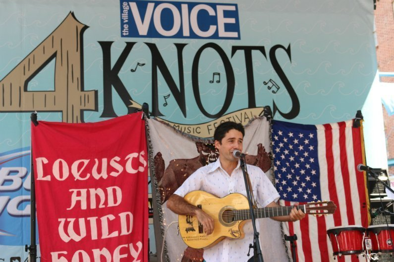 Juan-Wauters-singing-4-Knots-Music-Festival-NYC-2014
