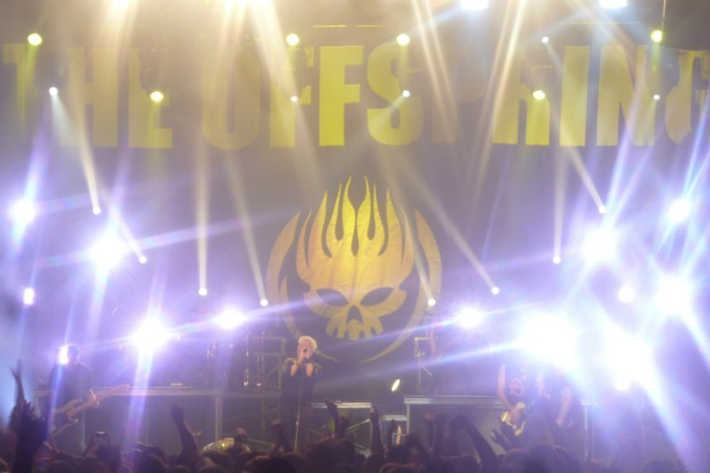 the-offspring-summer-nationals-tour-2014-band-flaming-skull-nyc