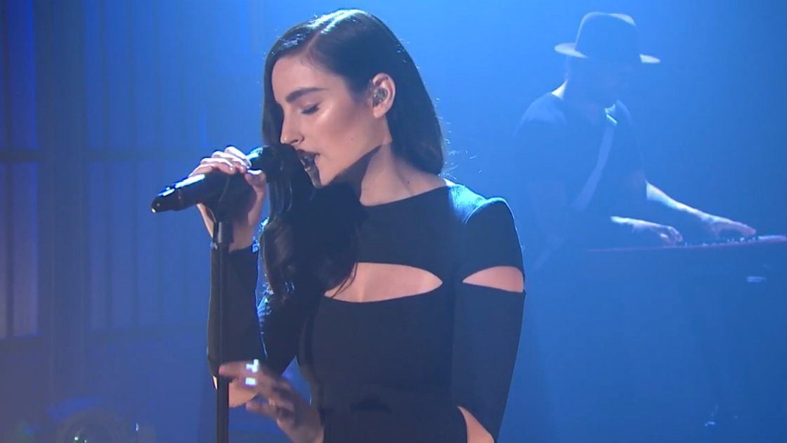 "image for article ""Brain"" - Banks on Late Night With Seth Meyers 9.8.2014 [Official Video]"