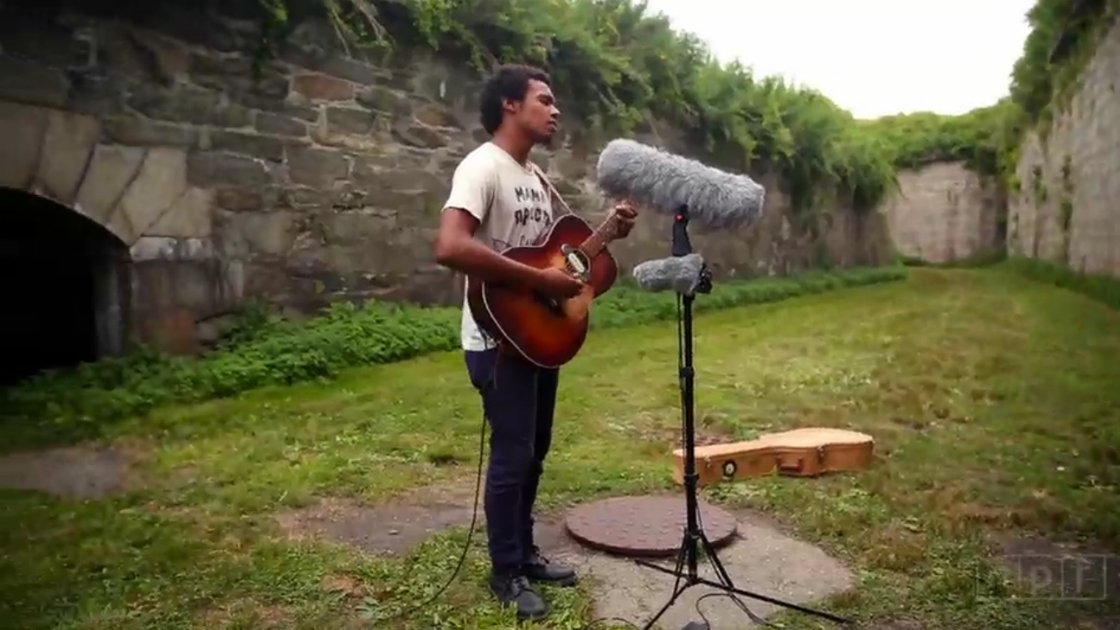 benjamin-booker-acoustic-guitar-grass-newport-folk-festival-2014