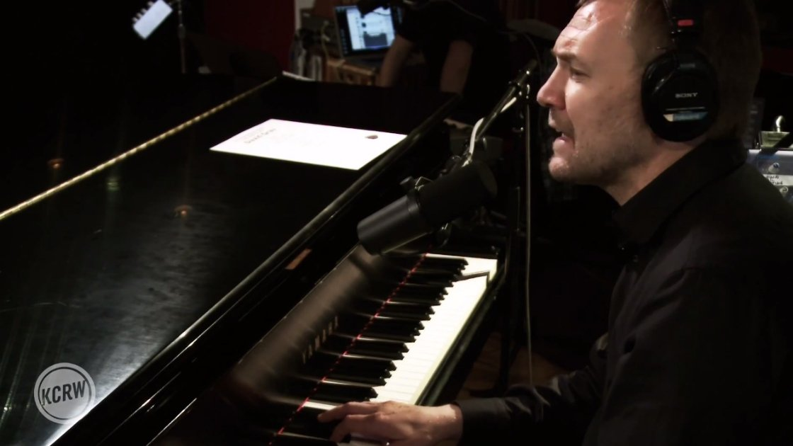 image for article David Gray Performance & Interview Live on KCRW 9.1.2014 [Full Audio Stream + YouTube Video]