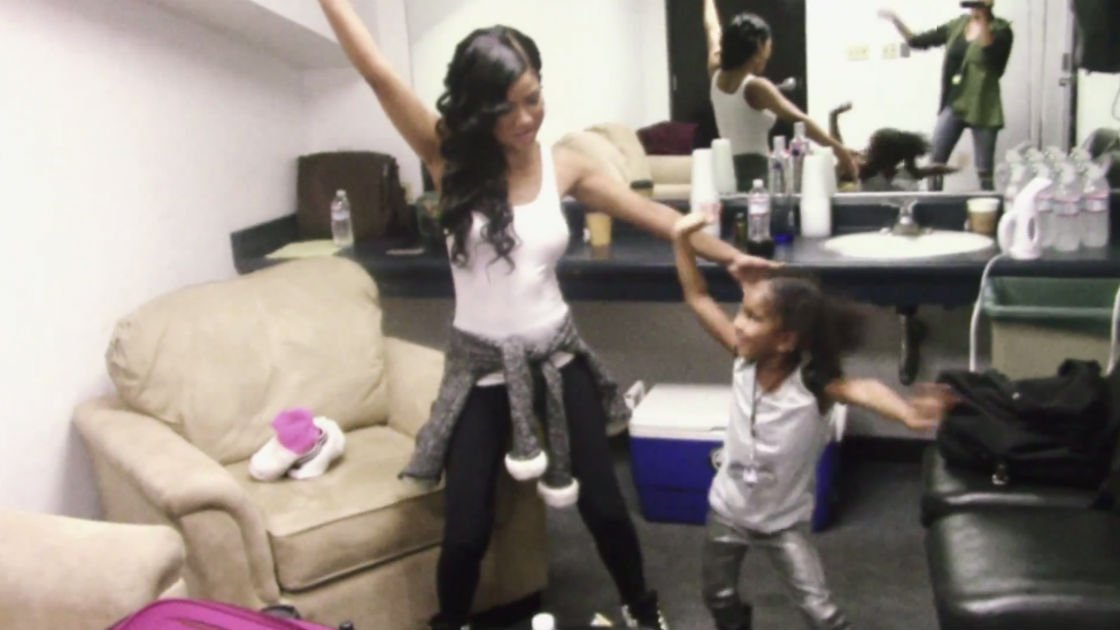 jhene-aiko-behind-the-seen-documentary-dancing-daughter