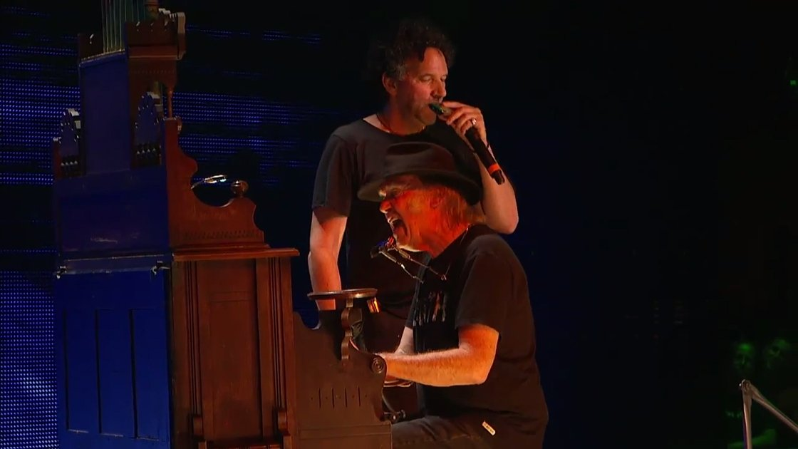 neil-young-farm-aid-2014-mickey-raphael-youtube-closeup