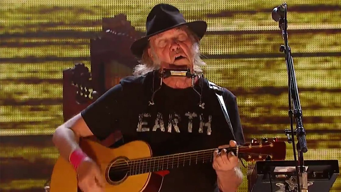 neil-young-farm-aid-2014-solo-guitar-youtube