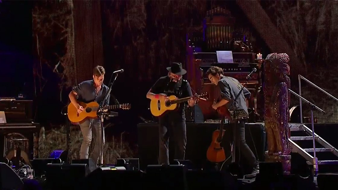 neil-young-lukas-micah-nelson-farm-aid-2014-youtube