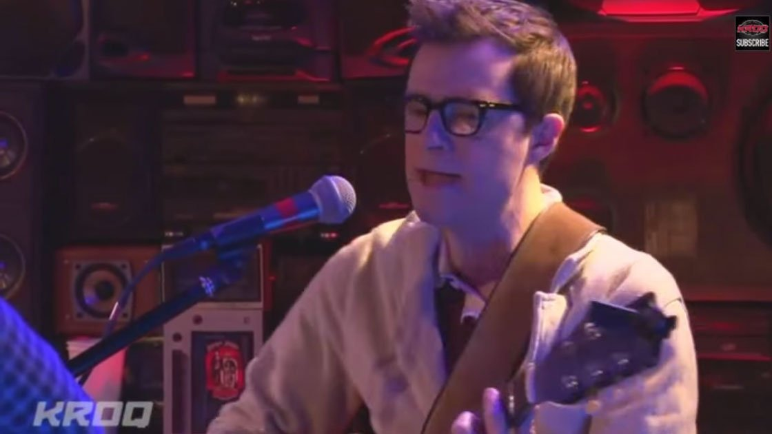 image for article Weezer ft Bethany Cosentino Acoustic on KROQ 10.3.2014 [YouTube Videos]