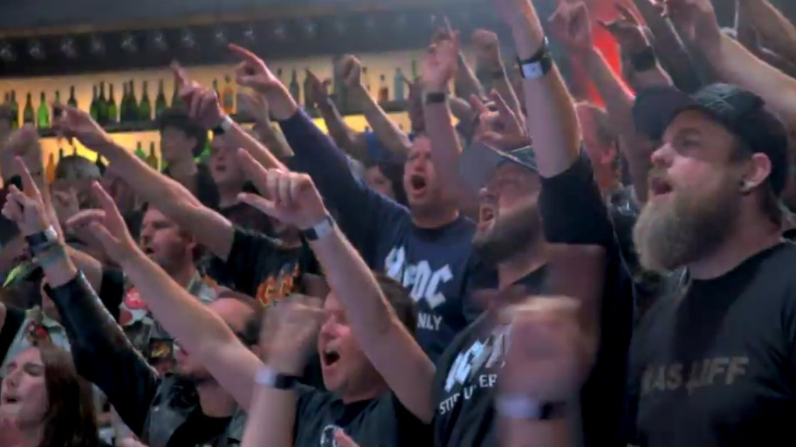 acdc-rock-or-bust-music-video-fans-cheering