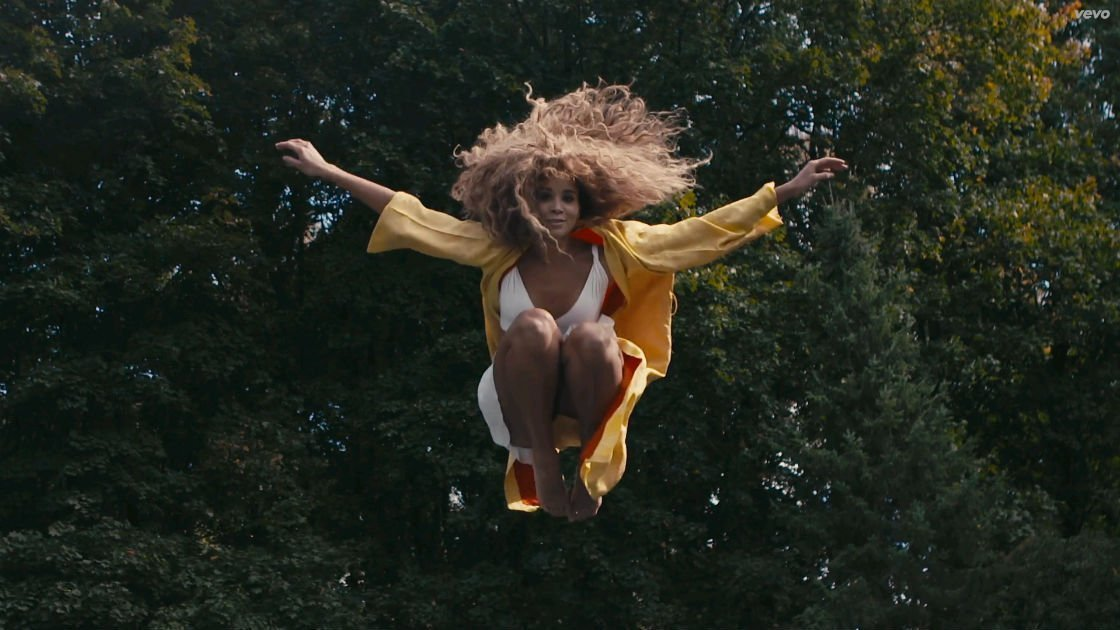 "image for article ""Jump Hi"" - Lion Babe ft Childish Gambino [YouTube Official Music Video + Lyrics]"