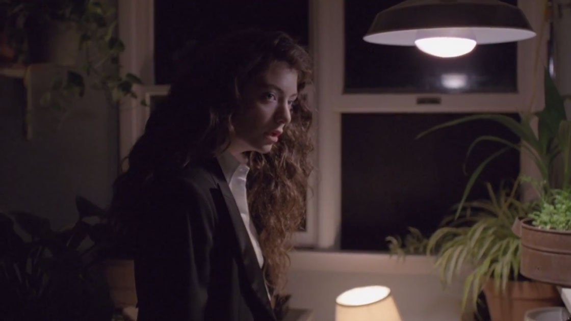 lorde-yellow-flicker-beat-youtube-video