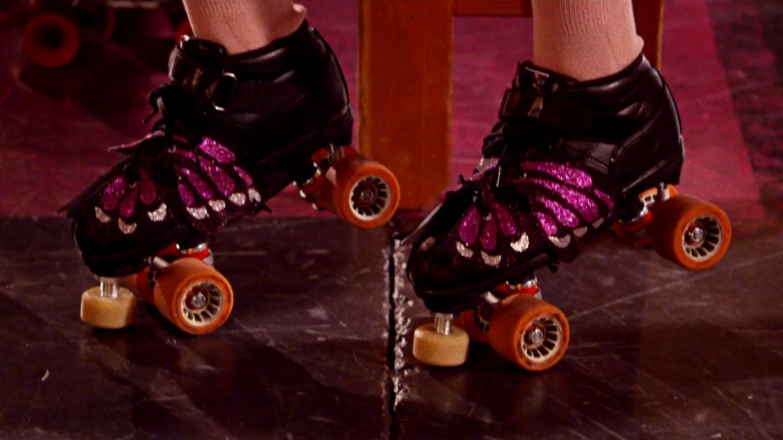 noel-gallaghers-high-flying-birds-do-the-damage-music-video-roller-skates