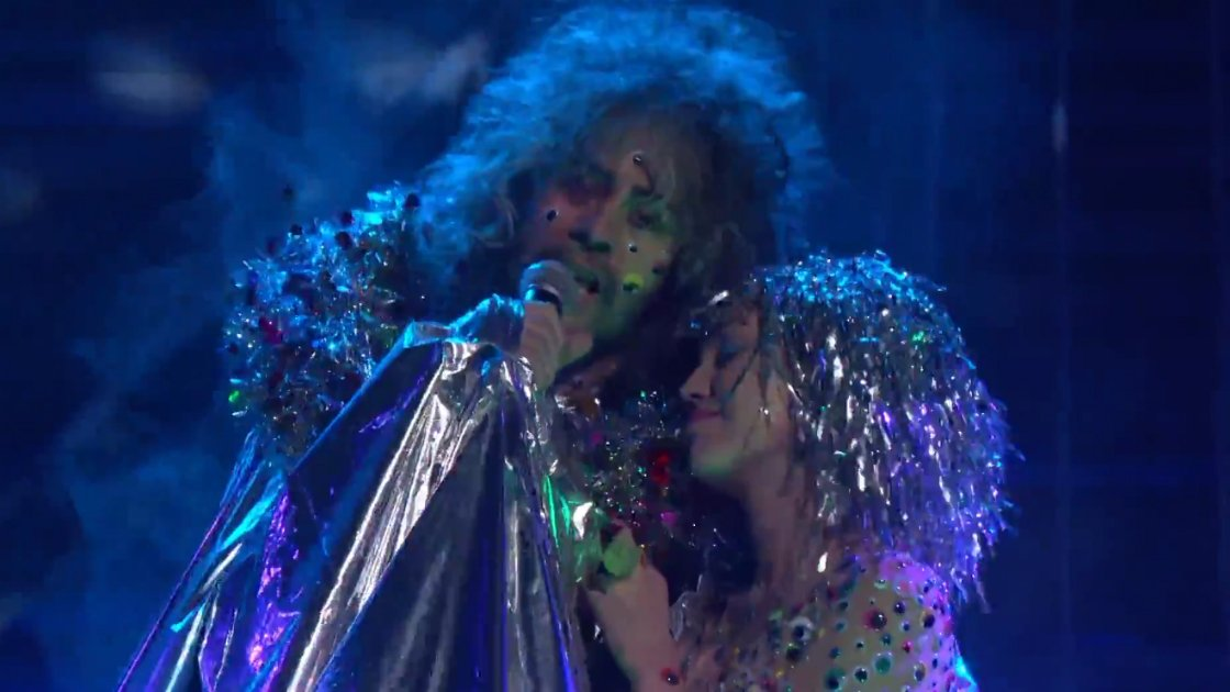 "image for article ""A Day in the Life"" - The Flaming Lips ft Miley Cyrus on Conan 11.6.2014 (Beatles Cover) [YouTube Official Video]"