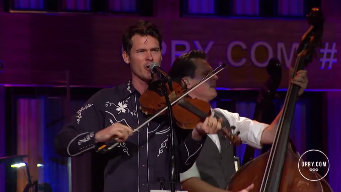 8-dogs-8-banjos-old-crow-medicine-show-opry-at-the-ryman-live-11-07-2014