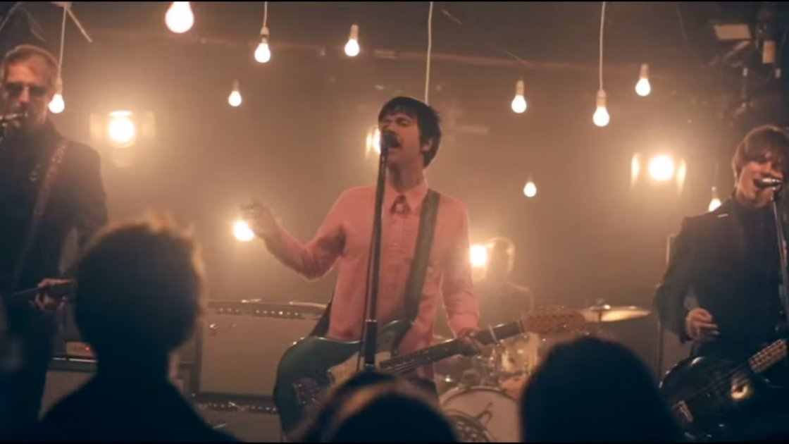johnny-marr-dynamo-music-video-playing-crowd