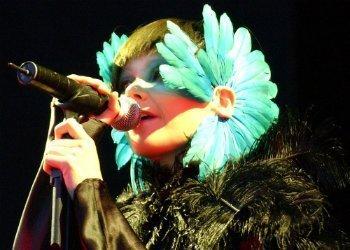bjork-singing