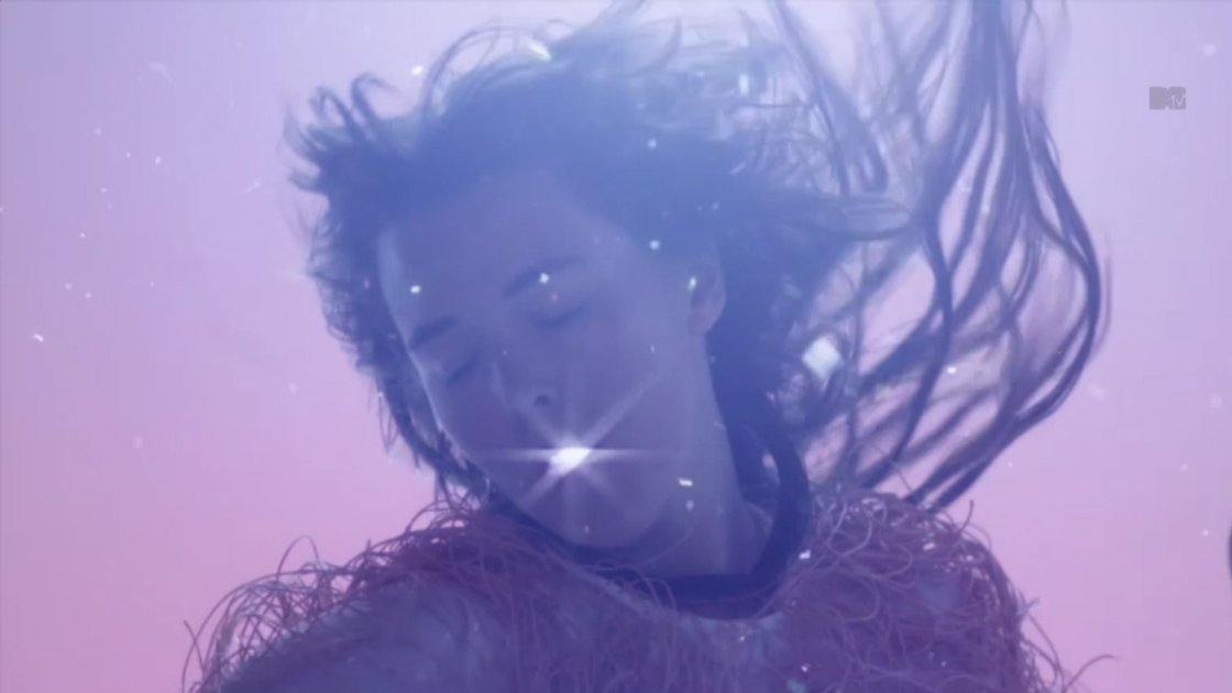 purity-ring-push-pull-music-video-pink