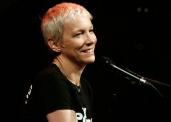image for artist Annie Lennox