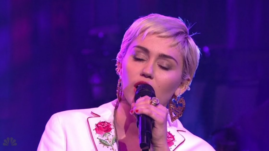 "image for article ""50 Ways To Leave Your Lover"" - Miley Cyrus (Paul Simon Cover) on SNL 40th Anniversary 2.15.2015 [Hulu Official Video]"