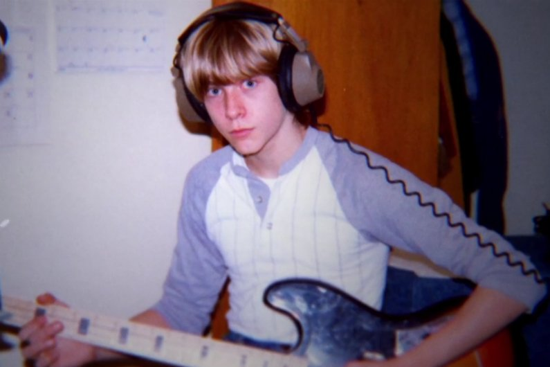 kurt-cobain-montage-of-heck-playing-guitar