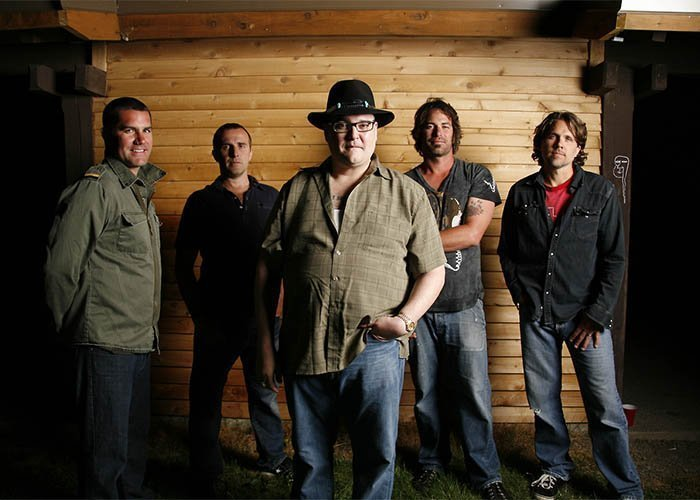 image for event Los Colognes and Blues Traveler