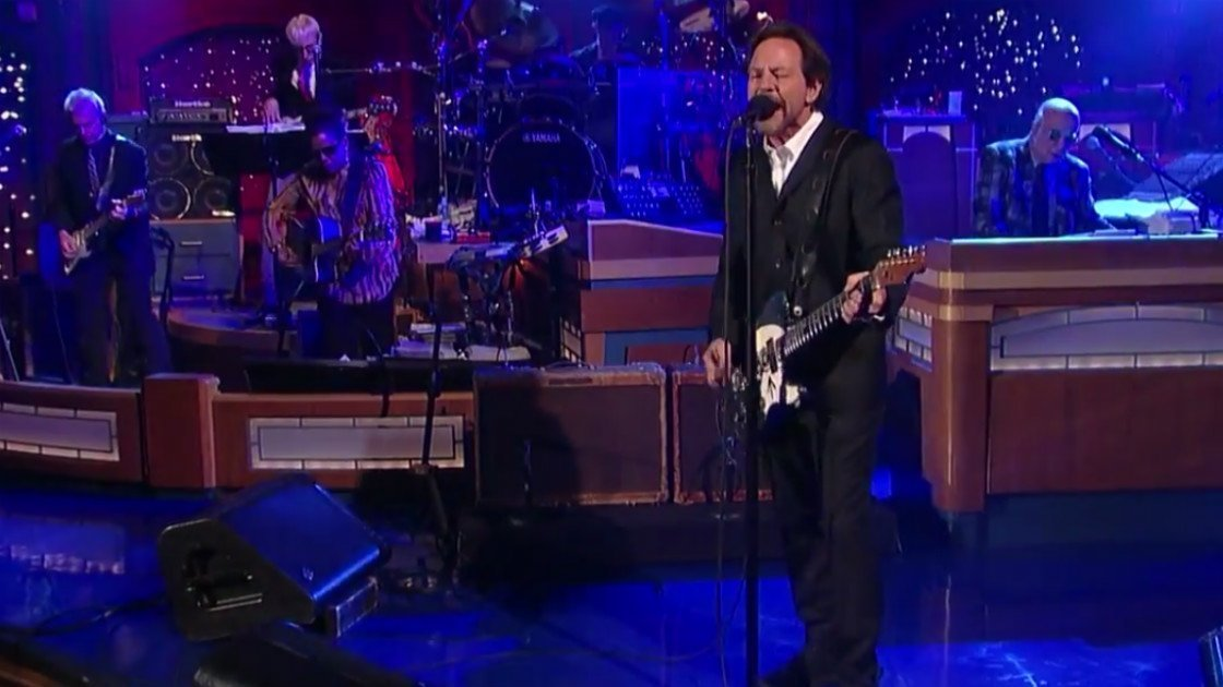 "image for article ""Better Man"" - Eddie Vedder with Paul Shaffer and the CBS Orchestra on Letterman May 18, 2015 [YouTube Official Video]"