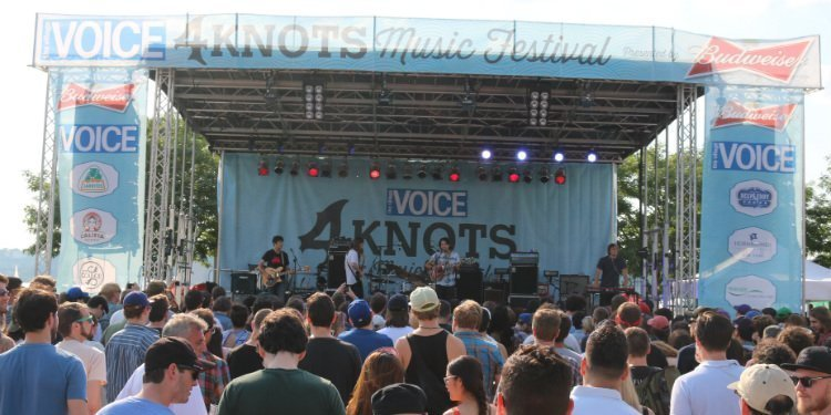 mikal-cronin-band-stage-4-knots-music-festival-2015