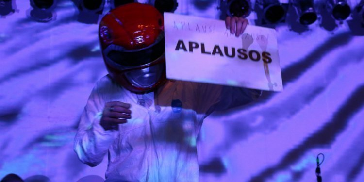 super-furry-animals-applause-4-knots-music-festival-2015