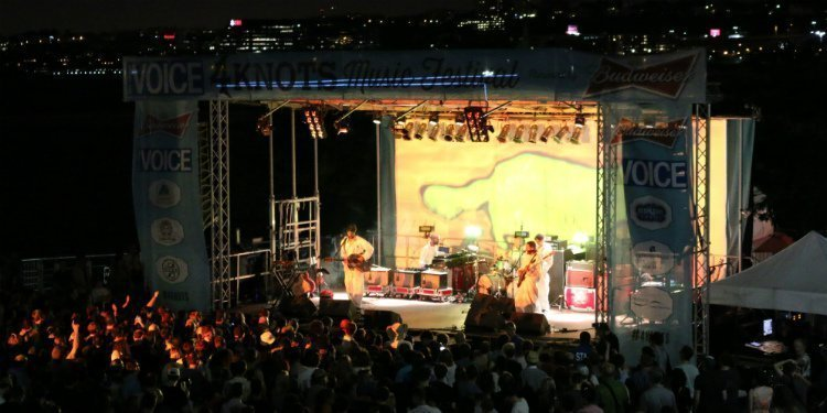 super-furry-animals-band-stage-skyline-4-knots-music-festival-2015