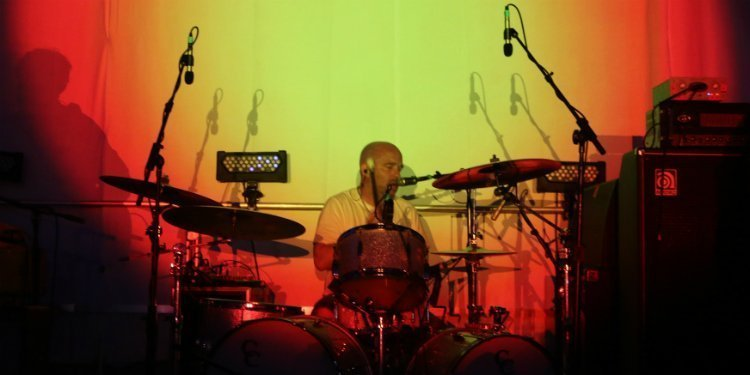 super-furry-animals-drummer-4-knots-music-festival-2015