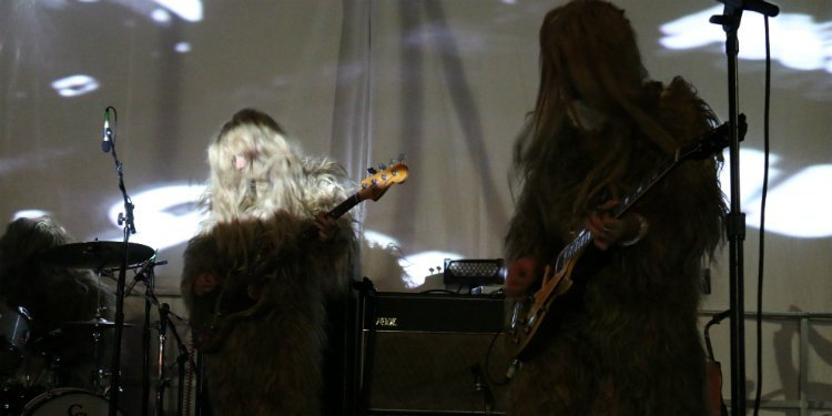 super-furry-animals-furry-costumes-4-knots-music-festival-2015