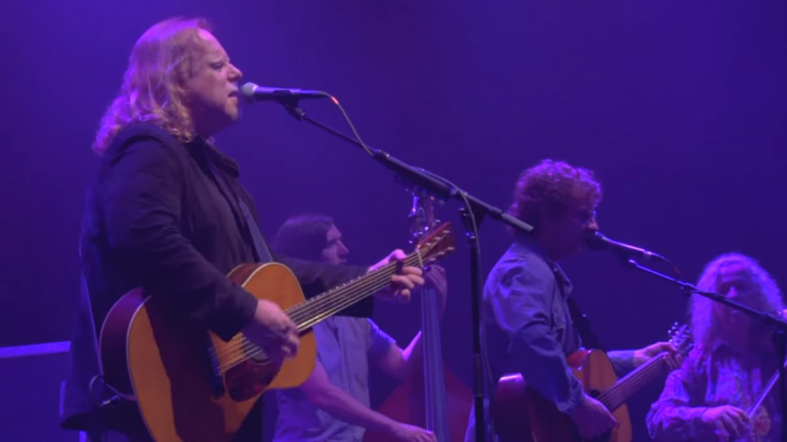 warren-haynes-railroad-earth-capitol-theatre-2015-playing