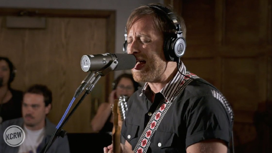the-arcs-kcrw-morning-becomes-eclectic-2015-dan-auerbach-singing