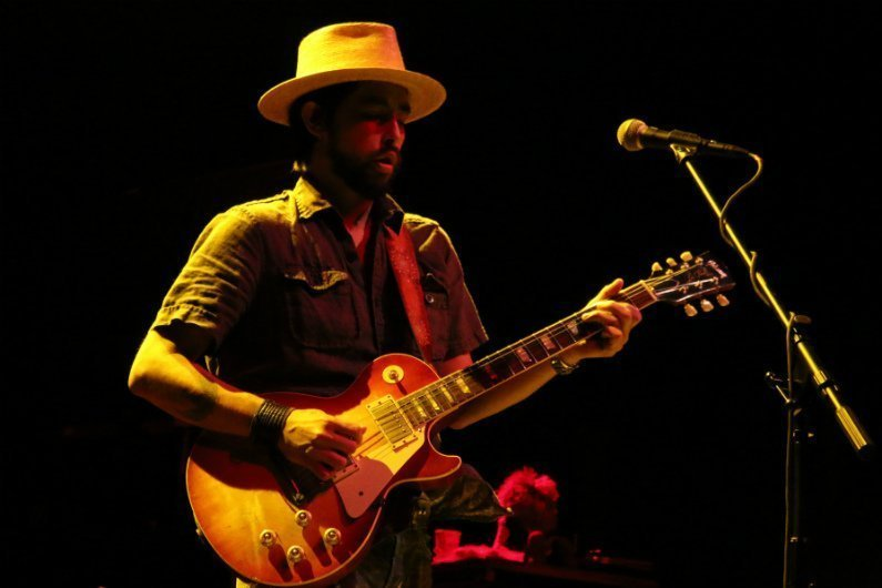 image for article Jackie Greene Band Delivered Country Infused Rock to Gramercy Theatre in NYC on September 24, 2015 [Zumic Review + Photos]