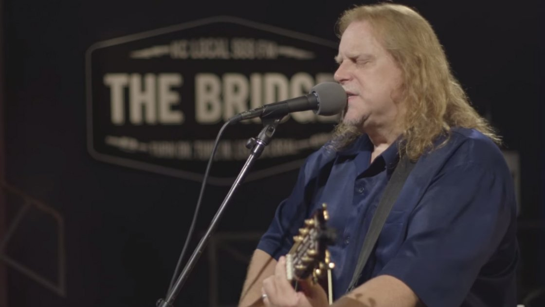 image for article Warren Haynes Solo Acoustic Performance & Interview at KCPT in Kansas City, Missouri on Sep 22, 2015 [YouTube Official Video]