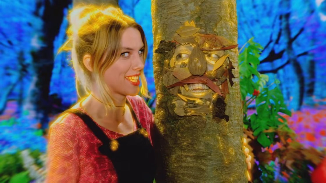 "image for article ""Freazy"" - Wolf Alice [YouTube Official Music Video]"
