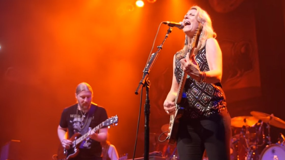 "image for article ""Do I Look Worried"" - Tedeschi Trucks Band at House of Blues in Boston, MA on Dec 12, 2014 [YouTube Official Video]"