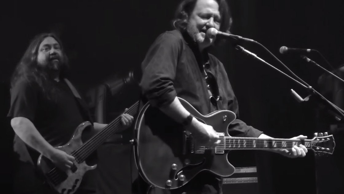 "image for article ""Heroes"" - Widespread Panic at Fox Theatre in Atlanta, GA on Dec 31, 2015 (David Bowie Cover) [YouTube Official Video]"