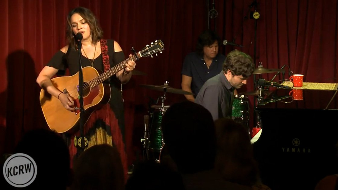 image for article Norah Jones Performed New & Classic Songs at Apogee Studio in LA for KCRW's MBE [NPR Full Video]