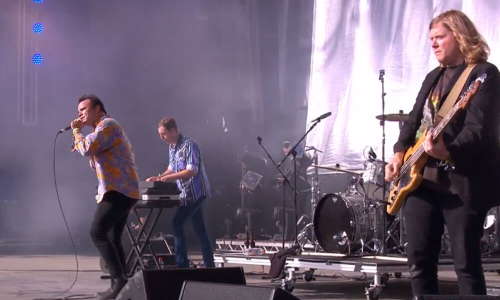 "image for article ""Seasons"" – Future Islands at Glastonbury 2015 [BBC YouTube Official Video + Full Set]"