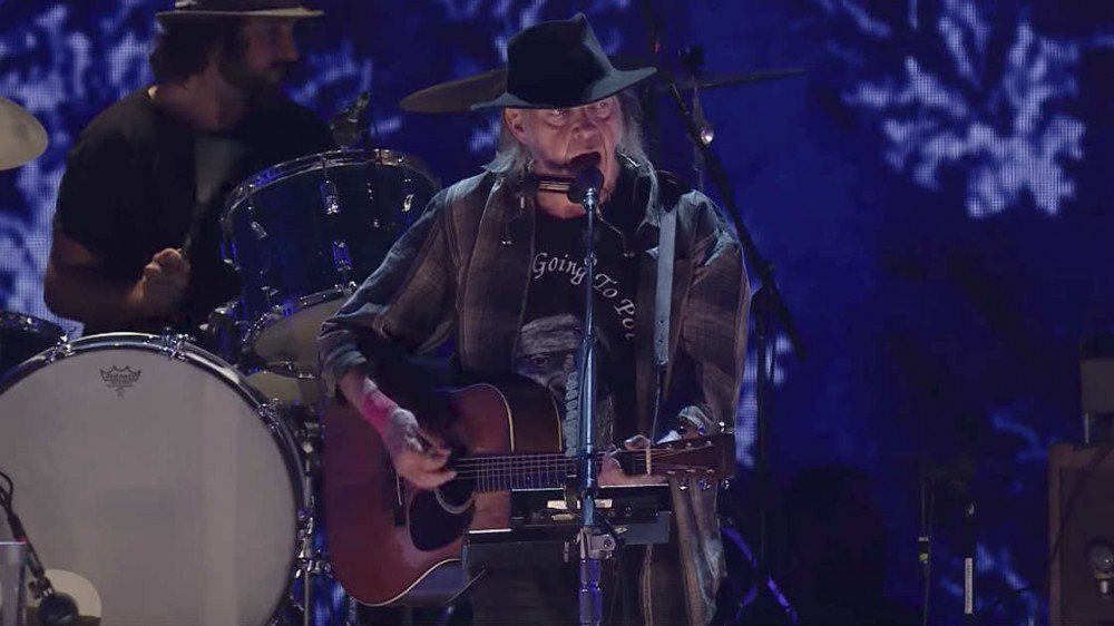 image for article Neil Young + Promise of the Real's Full Set at Farm Aid in Burgettstown, PA on Sep 16, 2017 [YouTube Videos]